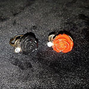 Red and black rose adjustable fashion rings. Goth